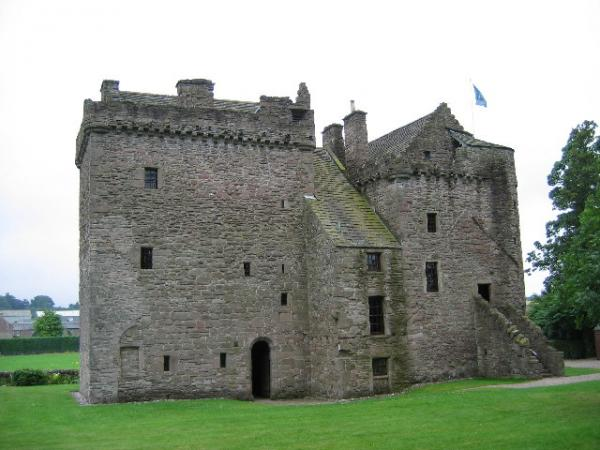 Huntingtower_Castle,_near_Perth.jpg
